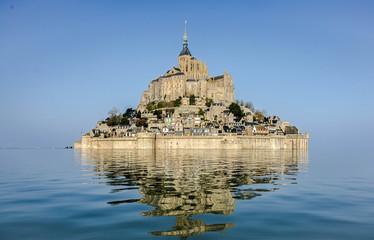 le mont saint michel à marée haute