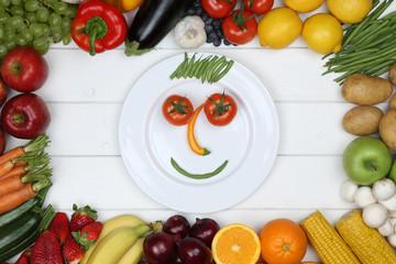 Gesunde vegetarisch Ernährung Gesicht aus Gemüse und Früchte