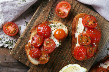 Slices of white toasted bread with canned tomatoes and lime