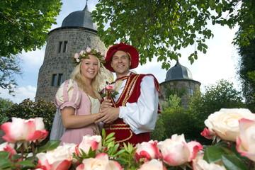 Dornröschen mit Prinz vor Sababurg (Hofgeismar)