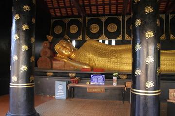 ワットチェディルアンの涅槃仏