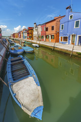Fototapete - Burano island canal, colorful houses and boats, Venice, Italy