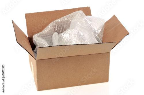 carton et papier bulle photo libre de droits sur la banque d 39 images image 80721932. Black Bedroom Furniture Sets. Home Design Ideas