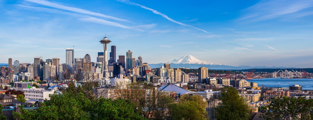Panorama view of Seattle downtown skyline and Mt. Rainier, Washi Wall mural
