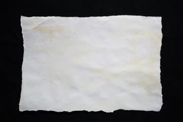 古びた紙・黒背景