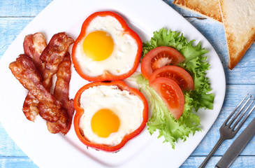 Aluminium Prints Egg Breakfast fried eggs, bacon, tomatoes and lettuce