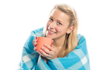 Blonde Frau genießt Kaffee im Bett