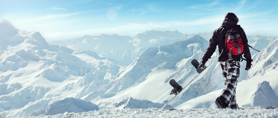 Foto op Plexiglas Wintersporten Snowboard freerider in the mountains