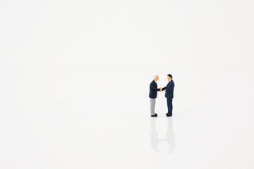 握手する男性イメージ