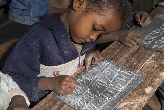 ENFANT ECOLE MADAGASCAR