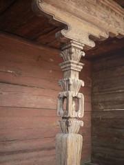 木彫りの柱