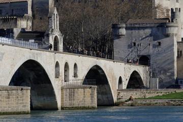 Le pont Saint-Benezet bridge et la Chapelle Saint Nicolas