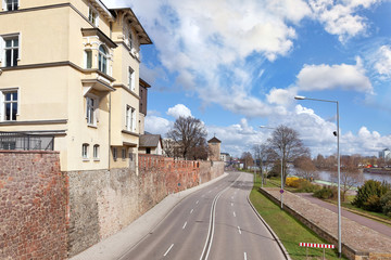 Schleinufer Magdeburg mit Turm Kiek in de Köken