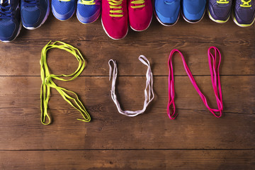 Shoelaces run sign on a wooden floor background