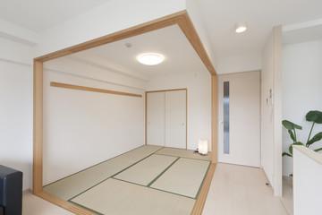 マンションのリビングダイニング 和室の襖をはずして広々空間になるイメージ
