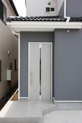 戸建て住宅の玄関とドア