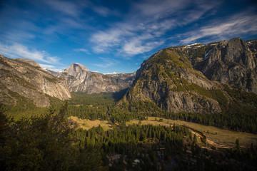 Wall Mural - Yosemite Valley mit Half Dome im Hintergrund, USA