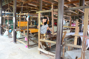 Thai woman portriat with Old Silk weaving machine