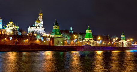Fototapete - Panoramic overview of downtown Moscow with Kremlin at night time