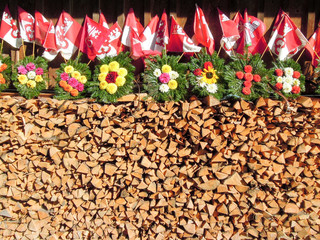 Wood, flowers and Swiss flags at Engelberg