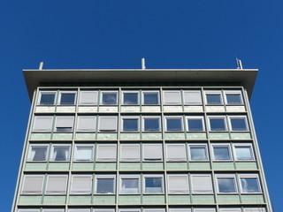 Fassade eines Hochhaus der Sechzigerjahre in Frankfurt am Main