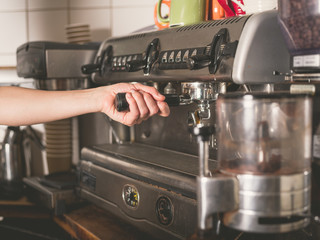 Hand operating coffee machine