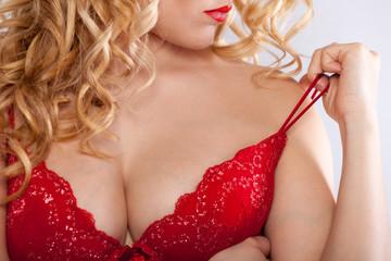 sexy blonde Frau mit rotem BH