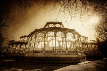 nostalgisch texturierts Bild vom Kristallpalast in Madrid
