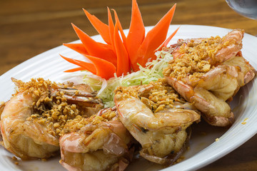 fried king prawns with garlic and herbs