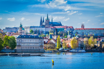 Foto auf Gartenposter Schloss Gradchany, Prague Castle and St. Vitt Cathedral