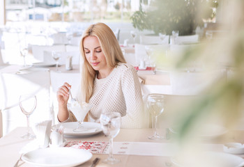 Beutiful young woman in cafe in sunny day