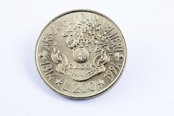 La lira, moneta italiana: duecento lire dei Carabinieri