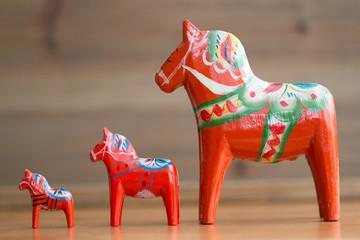 Fond de hotte en verre imprimé Scandinavie Dalecarlian horses 5