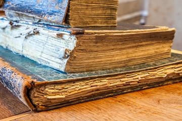 Bücher alt