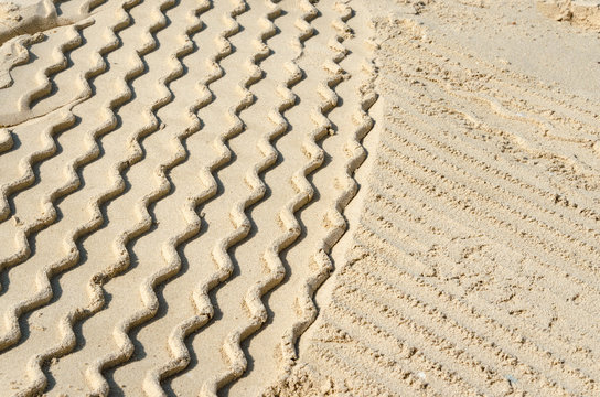 Vehicle tracks in sand, Dubai