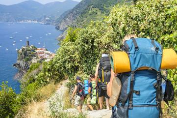 Trekking-Gruppe in den Cinque Terre Wall mural