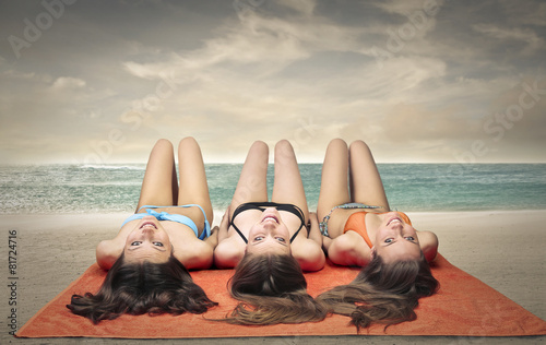 photo of girls at the beach № 16934
