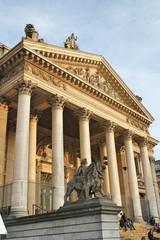 monument de la place de la bourse à bruxelles