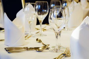 Gastronomie, eingedeckter Tisch für besondere Gelegenheiten