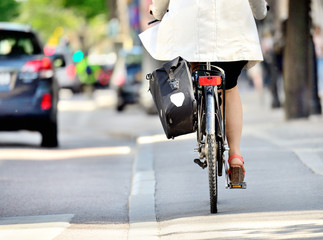 Fototapete - Bicyclists in traffic