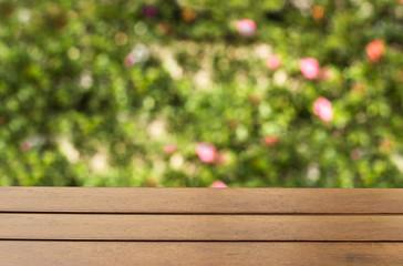 mesa con fondo bokeh