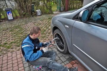 Wheel changing