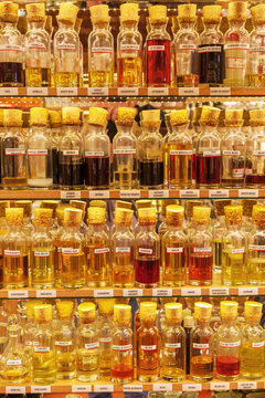 ätherische Öle auf dem Großen Basar in Istanbul, Türkei