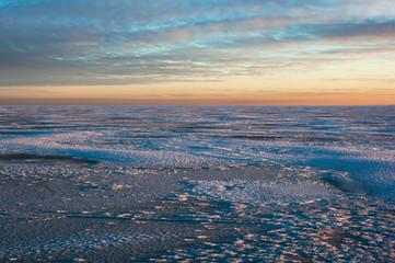Закат над Онежским озером зимой