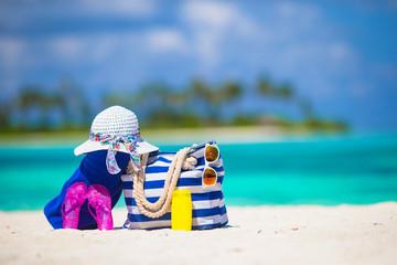 Blue stripe bag, straw white hat, sunglasses, flip flop and