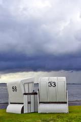 Strandkörbe am Wattenmeer
