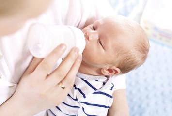 Fototapeta Matka karmi niemowlę obraz