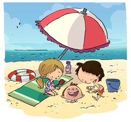 niños pasando el verano en la playa