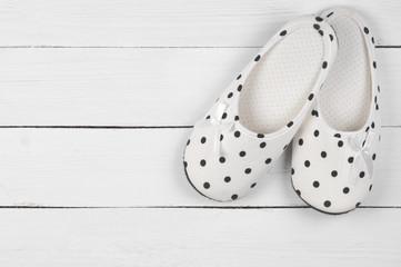 Feminine slippers