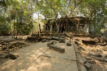 Beng Mealea bridge to temple